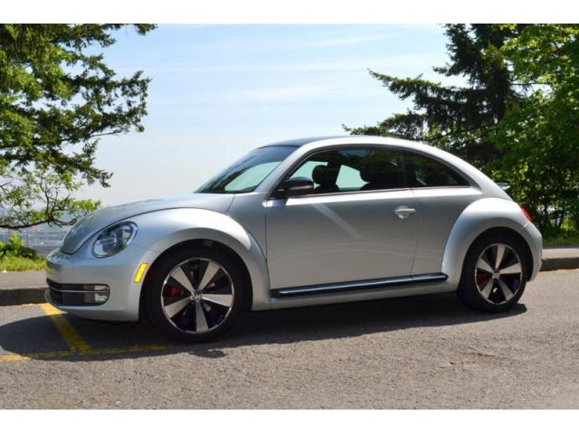 2012 Volkswagon Beetle, great condition!